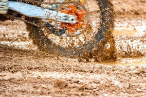 MX Bikes off road tire spinning